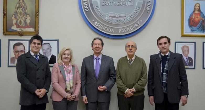 Director de APICE visita la UC