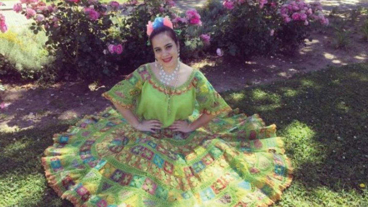 Dos estudiantes de la UC bailan y aprenden en Asia Central