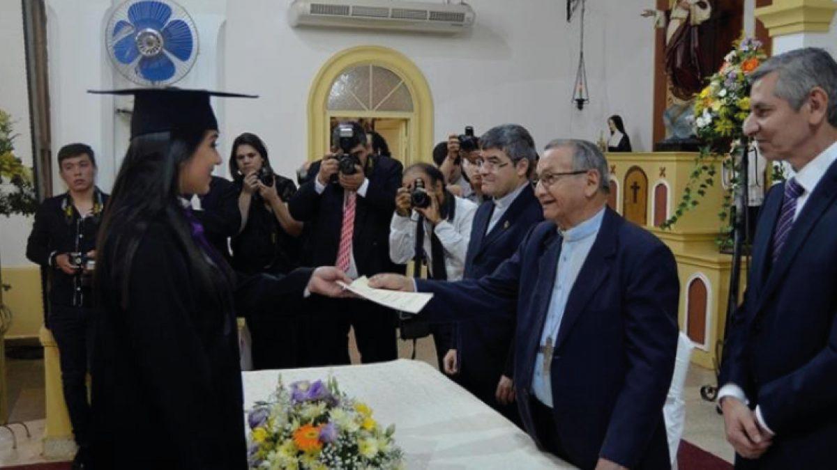 86 profesionales se gradúan en San Ignacio