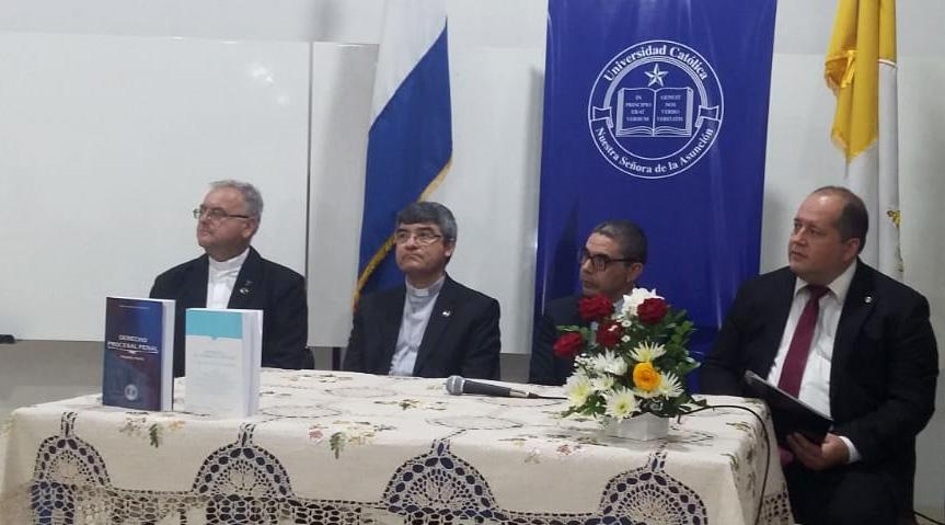 Lanzamiento de dos libros en la sede de Guarambaré