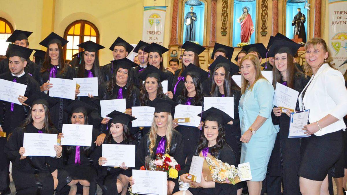 Más profesionales egresan del Campus Guairá