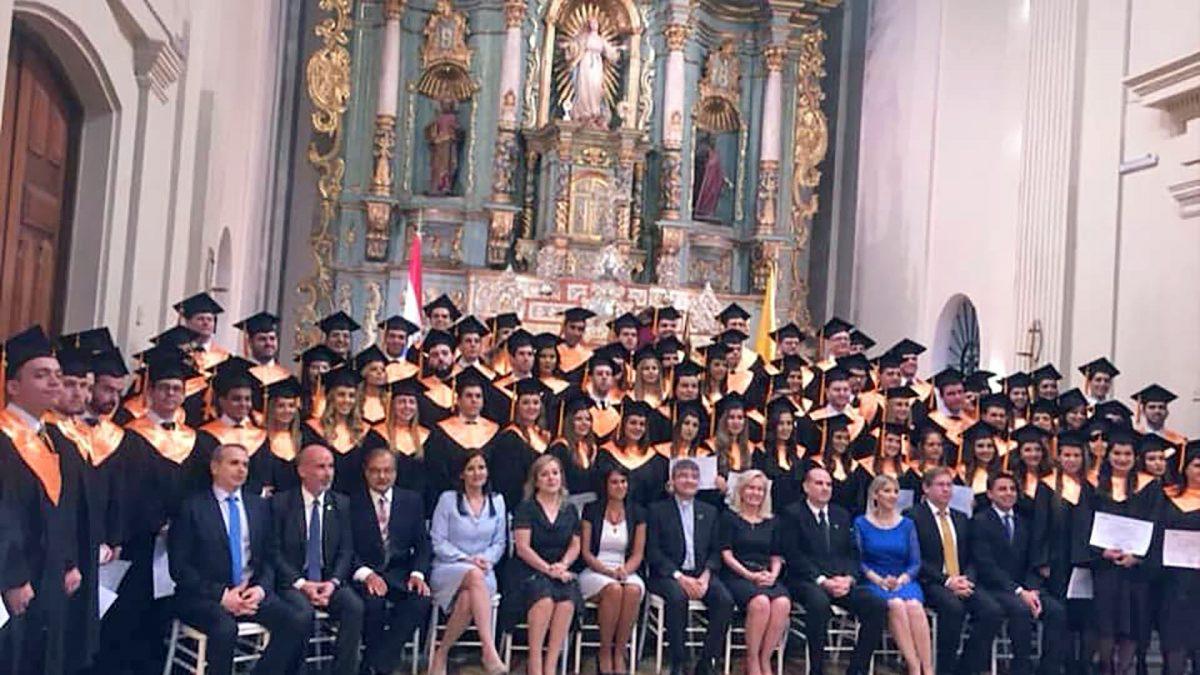 Egresan 94 nuevos abogados del Campus Asunción