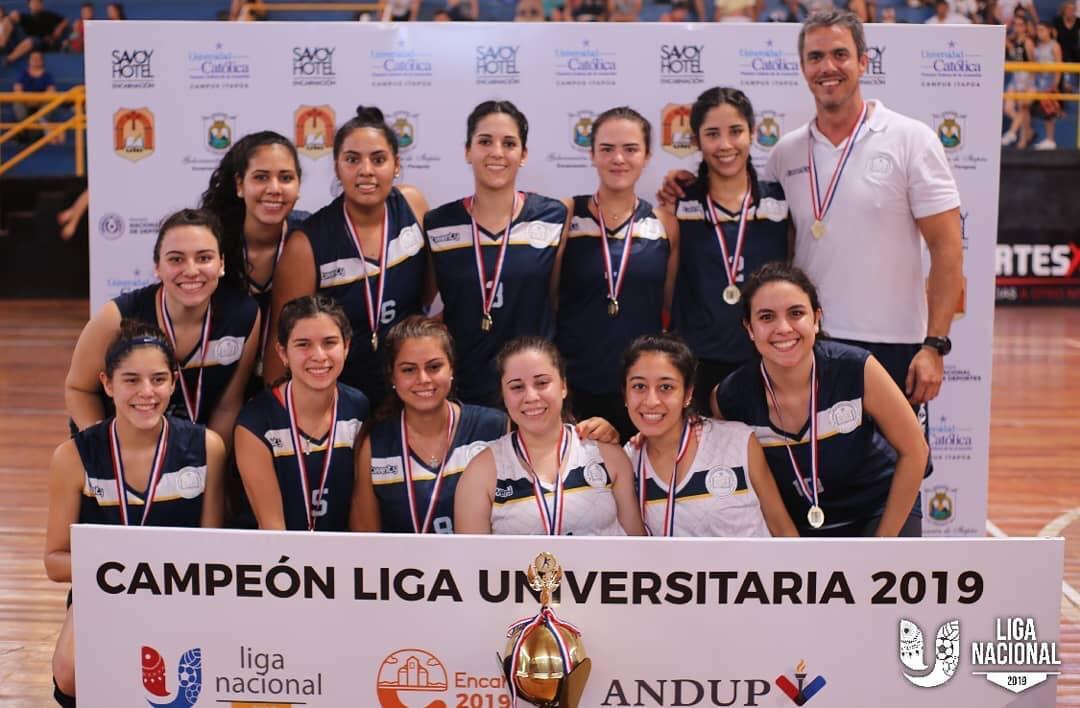 Vóleibol femenino. Campeón UC Campus Asunción.