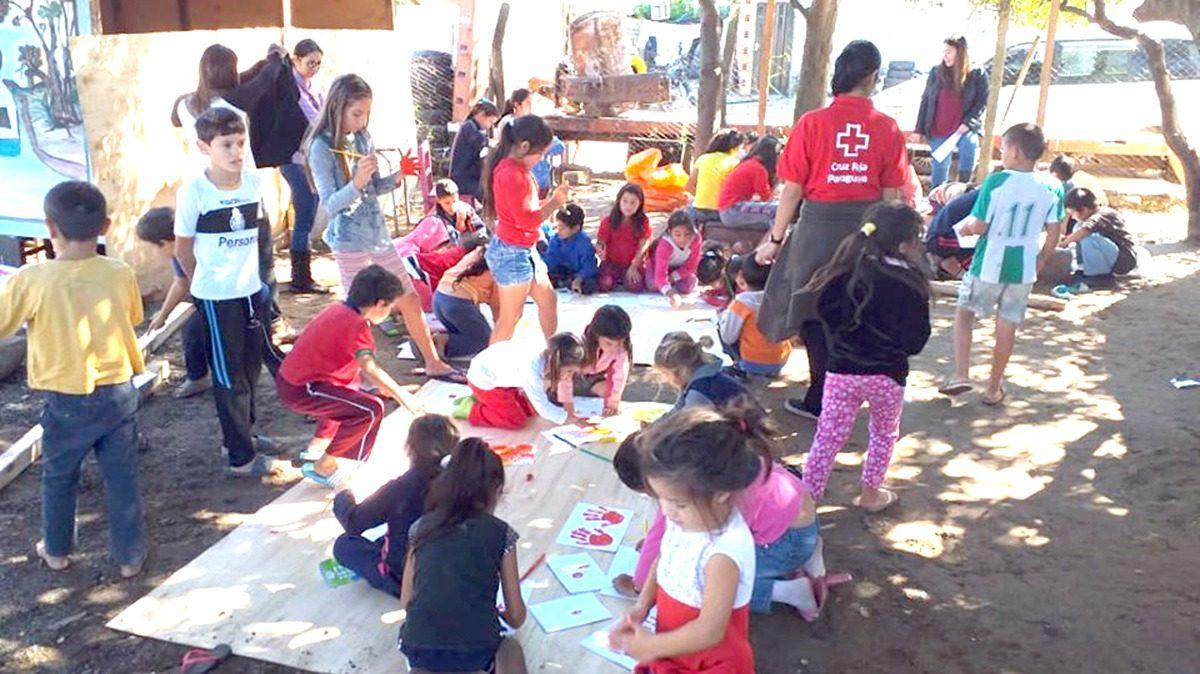 Estudiantes de Psicología trabajan habilidades y valores con familias desplazadas