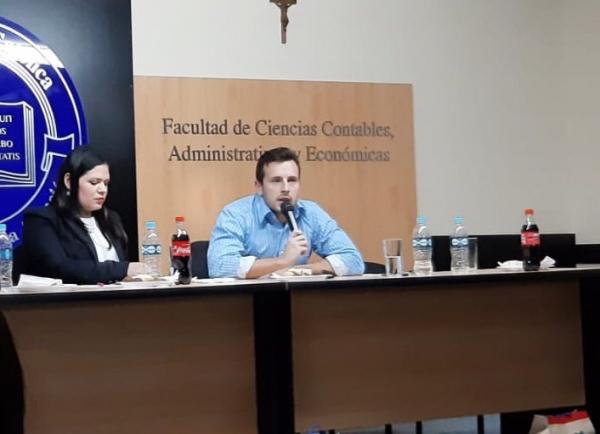 """Estudiantes realizaron la 8° edición del panel """"Dialogando con los Líderes"""""""