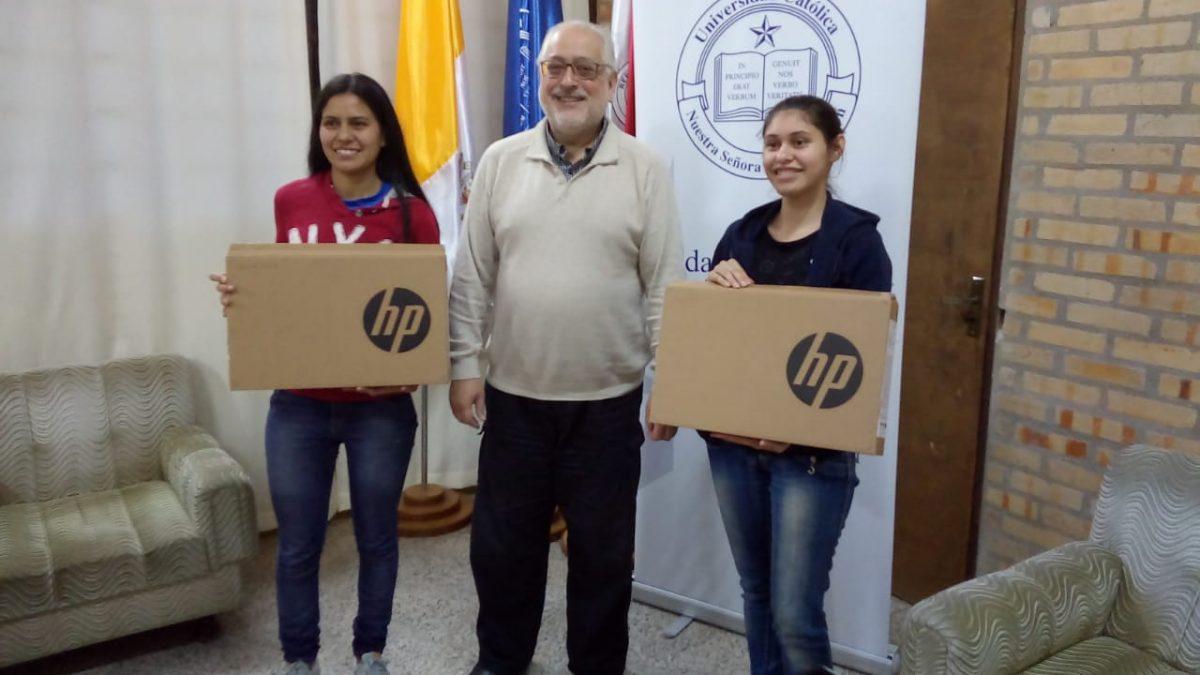 Estudiantes de Carapeguá reciben apoyo para acceder a notebook