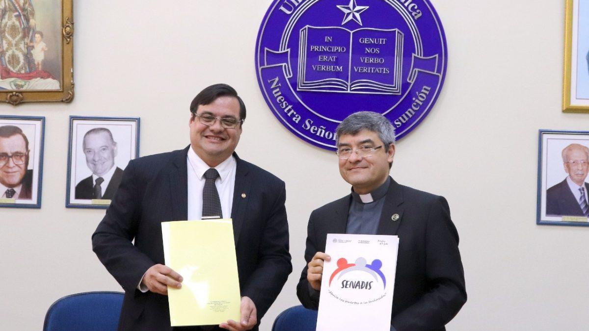 La Universidad Católica y Senadis firman acuerdo de cooperación interinstitucional