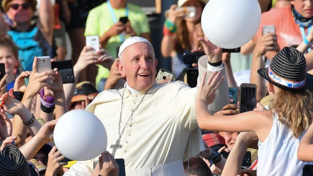 Lanzan App para escuchar al Papa en español