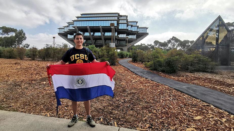 Alumno de Ingeniería becado a la Universidad de California