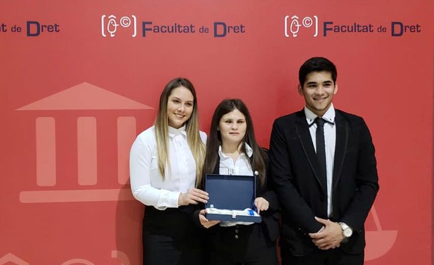 Estudiantes UC tricampeones en competencia de ponencias en Valencia-España