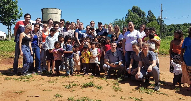 Estudiantes visitan comunidad indígena de Itapúa para servicios de extensión