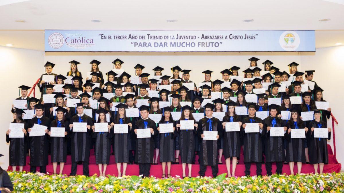 Ceremonia de Graduación del Campus Caaguazú en Coronel Oviedo