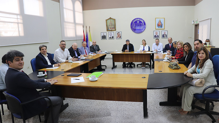 Representantes de universidades privadas se reúnen en la Universidad Católica