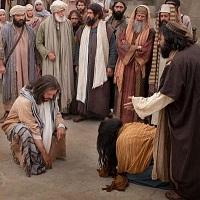 Aquel que no tenga pecado, tire la primera piedra