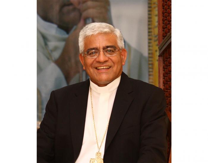 Monseñor Cabrejos llegó al país para acompañar jornada conmemorativa de los 60 años de la UC
