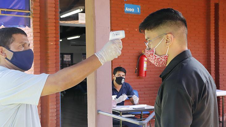 Postulantes a Medicina rinden sus últimos exámenes con estricto protocolo sanitario