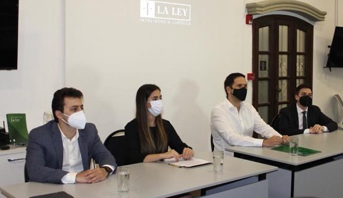 Acuerdo entre Revista Jurídica UC y La Ley Paraguaya permite a estudiantes realizar pasantías
